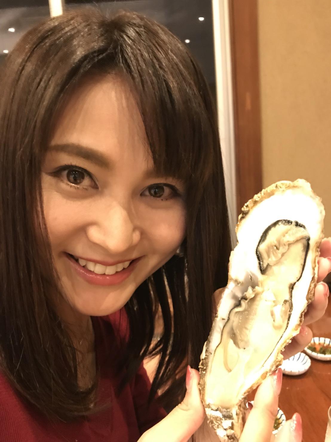 女性と牡蠣